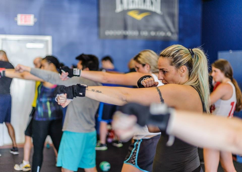 Cl Entails All The Best Aspects Of A Boxing Workout Tailored To Woman Tone Arms Legs Shoulders Burn Calories Lose Weight And Have Fun Learning